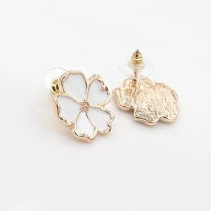 Jewelry - 🔥5 for $25🔥Daisy Floral Stud Earrings
